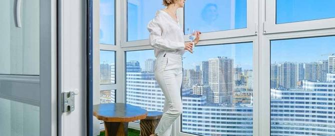 www.izotec.ro închiderea balconului cu termopan